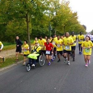 Course avec matériel de handicap