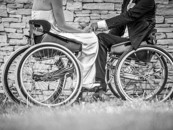 Fauteuil roulant de mouvly pour un beau mariage