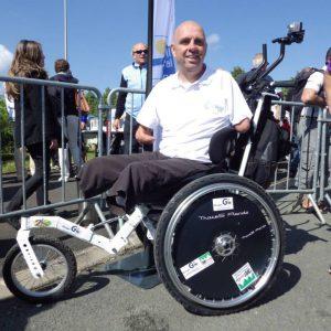 Handicapé célèbre sur fauteuil Mouvly