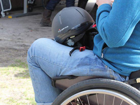 Casque pour personne en fauteuil roulant