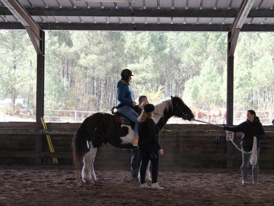 Cours d'équitation pour personnes handicapées