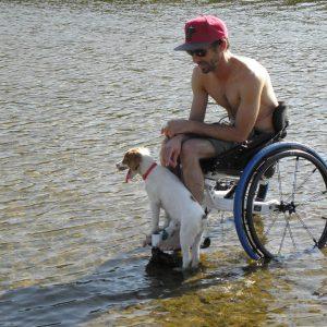 Personne handicapée dans l'eau