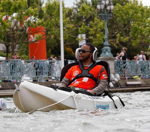 handicapé sur canoë kayak