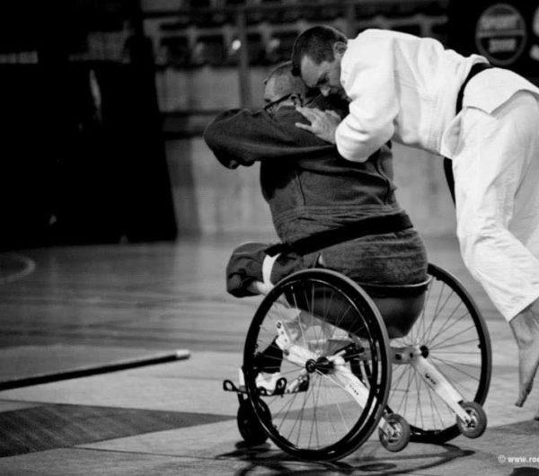 Match de judo avec matériel handicapé