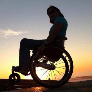 Couché de soleil sur fauteuil roulant