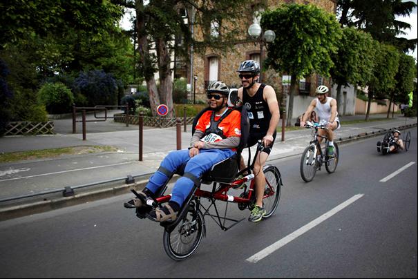 Personne handicapée en vélo
