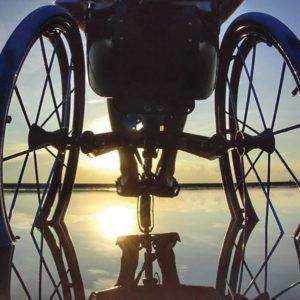 Fauteuil roulant 3 roues tout chemin TraceS roues dans l'eau